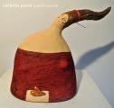 <h5>Donna rossa con cuore di Carlotta Parisi</h5><p>Donna in cartapesta con cuore in argilla.</p>