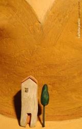 <h5>Donna Val d'Orcia Ocra - Particolare</h5><p>Scultura di cartapesta omaggio alla Val d'Orcia con casina di argilla.</p>