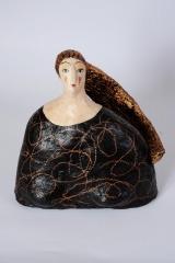 <h5>Donna di cartapesta con veste nera di Carlotta Parisi</h5><p>Scultura in cartapesta 2011</p>