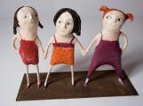 <h5>Le tre sorelle di Carlotta Parisi </h5><p>Scultura di cartapesta su ferro</p>