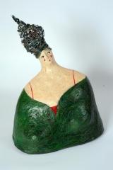 <h5>Donna verde di Carlotta Parisi</h5><p>Scultura in cartapesta verde con capelli di fil di ferro e cuore di argilla.</p>