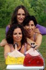 <h5>Le tre sorelle ritratto</h5><p>Ritratto di me e delle mie sorelle con sculture a noi dedicate.</p>