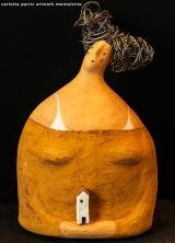 <h5>Donna Val d'Orcia Ocra di Carlotta Parisi</h5><p>Scultura in cartapesta.</p>