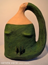 <h5>Donna Val d'Orcia Verde di Carlotta Parisi</h5><p>Scultura in cartapesta con bosco di cipressi in argilla </p>