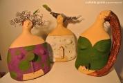 <h5>Trio di donne di carta di Carlotta Parisi</h5><p>Sculture in papier-maché, argilla e fil di ferro.</p>