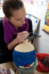 <h5>Al lavoro sulla donna blu</h5><p>Lavorando sui dettagli della mia scultura di cartapesta</p>