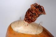 <h5>Volto Donna Ape - Particolare</h5><p>Scultura in cartapesta, fil di ferro e canapa</p>