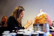 <h5>Lavorando sul Clonw Bianco</h5><p>Bottega artigiana di Montalcino</p>