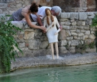 <h5>Caterina di Carlotta Parisi</h5><p>Allestendo Caterina con Babbo e Luca - Fase 1</p>