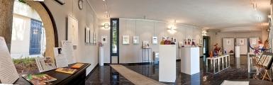 <h5>Sala della Condotta, Hotel Posta Marcucci - Bagno Vignoni</h5><p>Panoramica della mostre Grazie 2011 di Annibale e Carlotta Parisi</p>