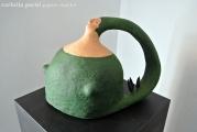 <h5>Donna Val d'Orcia Verde di Carlotta Parisi</h5><p>Scultura in cartapesta con bosco di cipressi.</p>