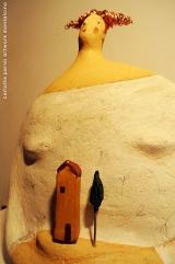 <h5>Donna Val d'Orcia con capelli di rame di Carlotta Parisi</h5><p>Scultura in papier-maché omaggio alla Toscana.</p>