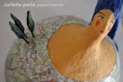 <h5>Donna Val d'Orcia con cartina di Carlotta Parisi</h5><p>Scultura in papier-maché.</p>