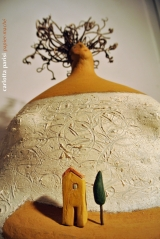 <h5>Donna Riccia Val d'Orcia - Montalcino</h5><p>Scultura in papier-maché, argilla con capigliatura in pianta di vite.</p>