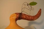 <h5>Donna Val d'Orcia al Vento</h5><p>Scultura in cartapesta e fil di ferro.</p>